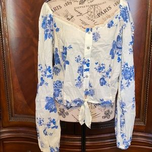 NWOT Wild fable floral  crop tie front A7
